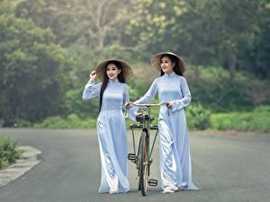 Bilder Straße Asiaten Fahrräder Brünette Der Hut 2 junge frau