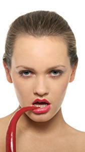 Hintergrundbilder Chili Pfeffer Weißer hintergrund Braunhaarige Gesicht Starren Mädchens