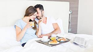 Bilder Mann Liebe Zwei Frühstück Braune Haare Mädchens