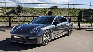 Fotos Porsche Grau Hybrid Autos Metallisch 2017-20 Panamera Turbo S E-Hybrid auto