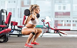 Bilder Fitness Bein Hantelstange Blondine Mädchens Sport
