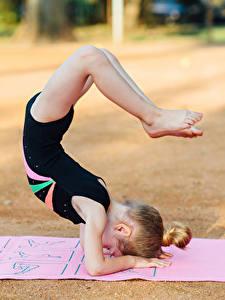 Hintergrundbilder Gymnastik Kleine Mädchen Trainieren Bein Kinder