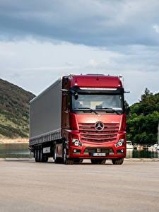 Desktop hintergrundbilder Mercedes-Benz Lastkraftwagen Rot Actros 1863 LS, 2018 automobil