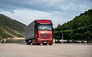 Bilder Mercedes-Benz Lastkraftwagen Rot Actros 1863 LS, 2018 automobil