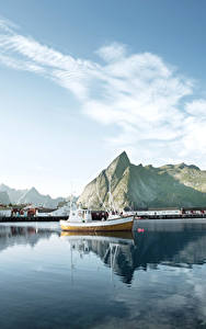 Bilder Lofoten Norwegen See Gebirge Schiffsanleger Himmel Motorboot Natur