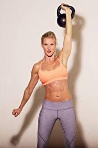 Hintergrundbilder Fitness Hanteln Bauch Hand Trainieren sportliches Mädchens