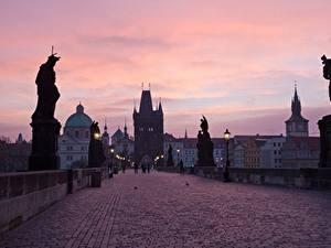 Fotos Prag Tschechische Republik Brücken Skulpturen Abend Straßenlaterne Charles bridge Städte