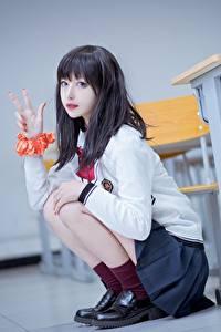 Fotos Asiatisches Gestik Brünette Sitzen Hand Bokeh Schulmädchen junge Frauen