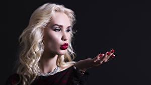 Hintergrundbilder Schmuck Schwarzer Hintergrund Blond Mädchen Hand Mädchens
