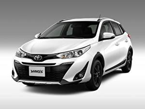 Fotos Toyota Grauer Hintergrund Weiß 2018 Yaris X-Way Latam Autos