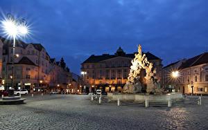 Bilder Tschechische Republik Gebäude Abend Denkmal Platz Straßenlaterne Brno Städte