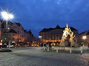 Bilder Tschechische Republik Gebäude Abend Denkmal Platz Straßenlaterne Brno
