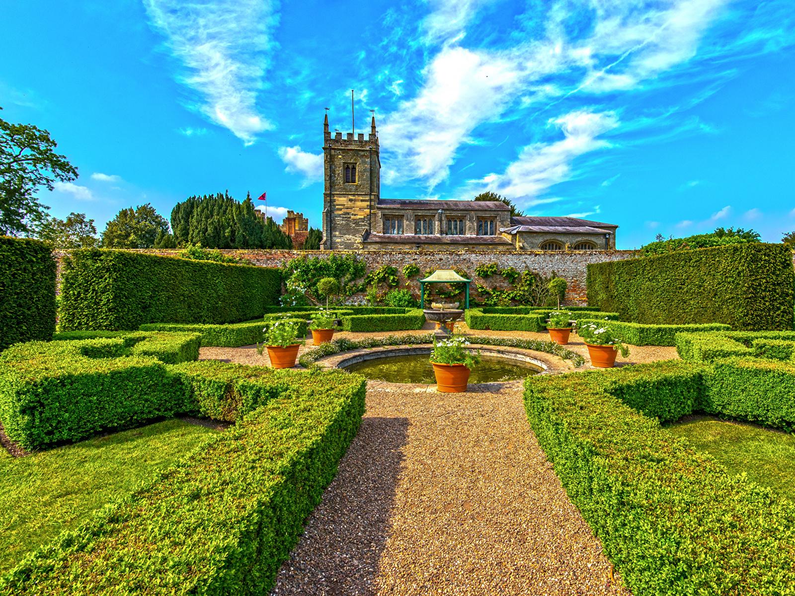 Bilder Springbrunnen Vereinigtes Königreich Coughton Court Park Natur Haus Strauch Design 1600x1200 Gebäude