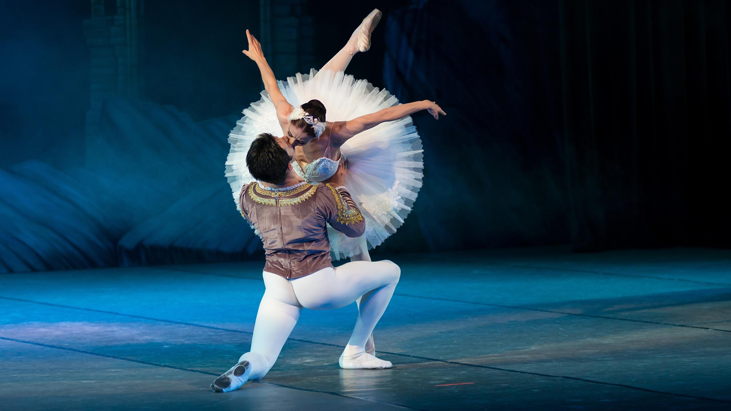 Wallpaper Men Ballet Dance Swan Lake Kiss Two Girls 2560x1440