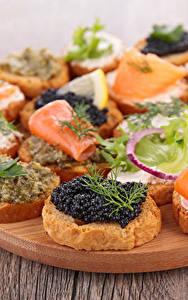 Bilder Fast food Butterbrot Meeresfrüchte Caviar Fische - Lebensmittel Schneidebrett