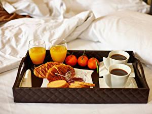 Bilder Saft Kaffee Mandarine Brötchen Frühstück Bett Trinkglas