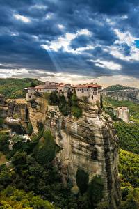 Bilder Griechenland Gebäude Felsen Kalampaka Städte