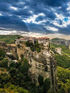 Bilder Griechenland Gebäude Felsen Kalampaka