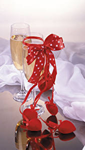 Pictures Sparkling wine Stemware Bow Heart Food