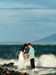 Bilder Küste Steine Wasserwelle Mann Asiatische 2 Braut Bräutigam Ehe Natur Mädchens