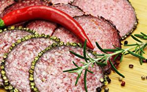 Hintergrundbilder Wurst Chili Pfeffer Schwarzer Pfeffer Geschnittenes das Essen