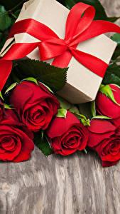 Bilder Rosen Bretter Rot Herz Geschenke Schleife Blumen