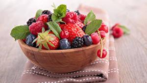 Bilder Beere Himbeeren Heidelbeeren Erdbeeren Schüssel