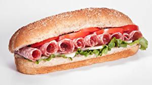 Fotos Fast food Sandwich Brötchen Wurst Gemüse Weißer hintergrund Lebensmittel