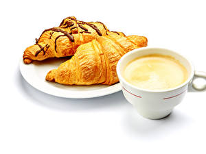 Hintergrundbilder Kaffee Cappuccino Croissant Weißer hintergrund Tasse Teller Zwei Lebensmittel