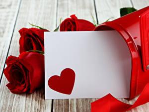 Papéis de parede Dia dos Namorados Rosas Tábuas de madeira Vermelho Cartão do molde Coração Flores