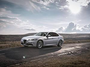 Hintergrundbilder Alfa Romeo Wege Silber Farbe Metallisch Wolke Giulia Sprint UK-spec, 952, 2020 Autos