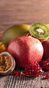 Fotos Obst Granatapfel Kiwi Echte Feige Bretter Lebensmittel