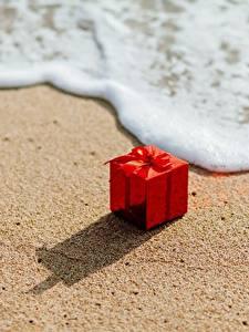 Wallpaper Waves Present Red Sand Foam Box