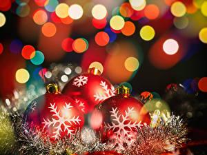 Fotos Neujahr Ast Kugeln Schneeflocken