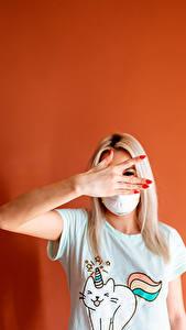 Hintergrundbilder Masken Gestik Blondine Blond Mädchen Hand Junge frau