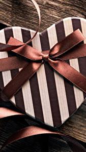 Fotos Valentinstag Bretter Geschenke Herz Schleife
