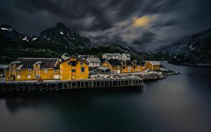 Hintergrundbilder Norwegen Lofoten Gebirge Haus Dorf Nacht Bucht Nusfjord Städte