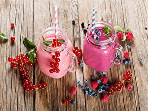 Hintergrundbilder Joghurt Beere Meertrübeli Heidelbeeren Himbeeren Bretter 2 Becher Lebensmittel