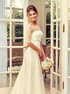 Hintergrundbilder Sträuße Braune Haare Brautpaar Lächeln Kleid Mädchens