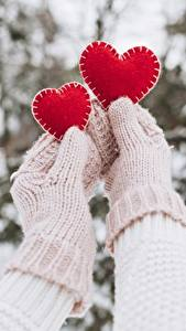 Pictures Valentine's Day Mittens Hands Heart 2