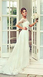 Bilder Braut Kleid Starren junge frau