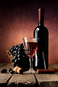 Bilder Stillleben Wein Weintraube Bretter Flasche Dubbeglas