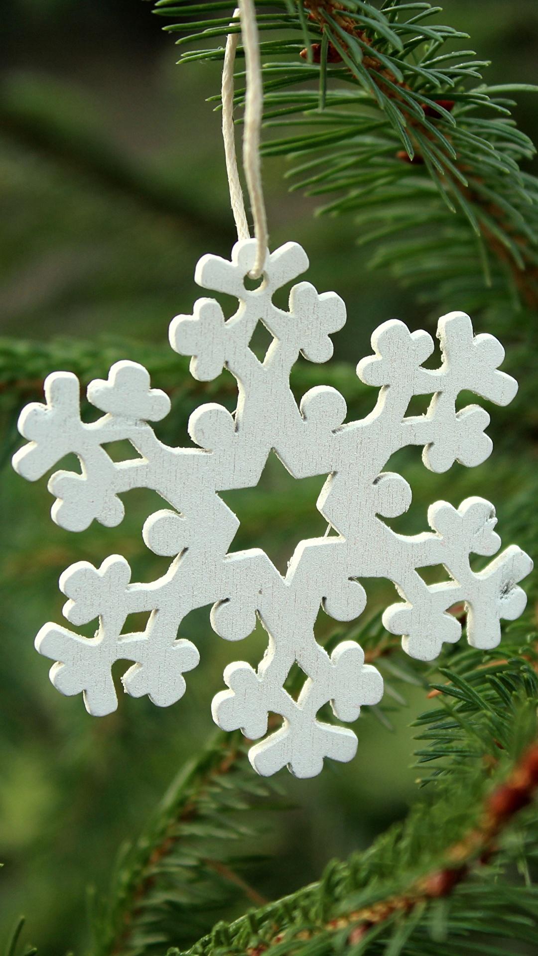 Fotos Neujahr unscharfer Hintergrund Schneeflocken Ast Hölzern hautnah 1080x1920 für Handy Bokeh aus Holz Nahaufnahme Großansicht