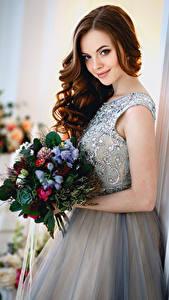 Fonds d'écran Bouquets Aux cheveux bruns Les robes Sourire