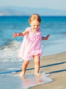 Fotos Küste Kleine Mädchen Kleid Kinder