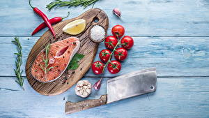 Images Fish - Food Tomatoes Garlic Spices Salmon Wood planks Cutting board Salt Food