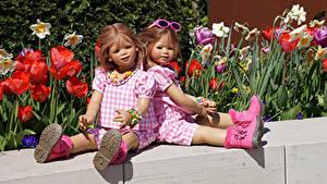 Fotos Park Tulpen Puppe Kleine Mädchen Zwei Brille Sitzt Stiefel Grugapark Essen