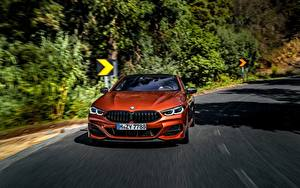 Bureaubladachtergronden BMW Vooraanzicht Oranje Bewegende Coupé 2018 M850i xDrive 8erG15 Auto