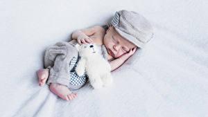 Fotos Teddybär Säugling Schlafende Mütze kind