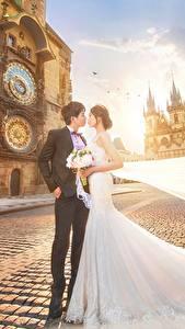 Desktop hintergrundbilder Asiaten Braut Bräutigam Trauung Kleid Straße Hübscher Mädchens
